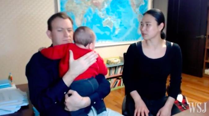 האבא הויראלי מהסרטון של BBC מספר מה קרה שם