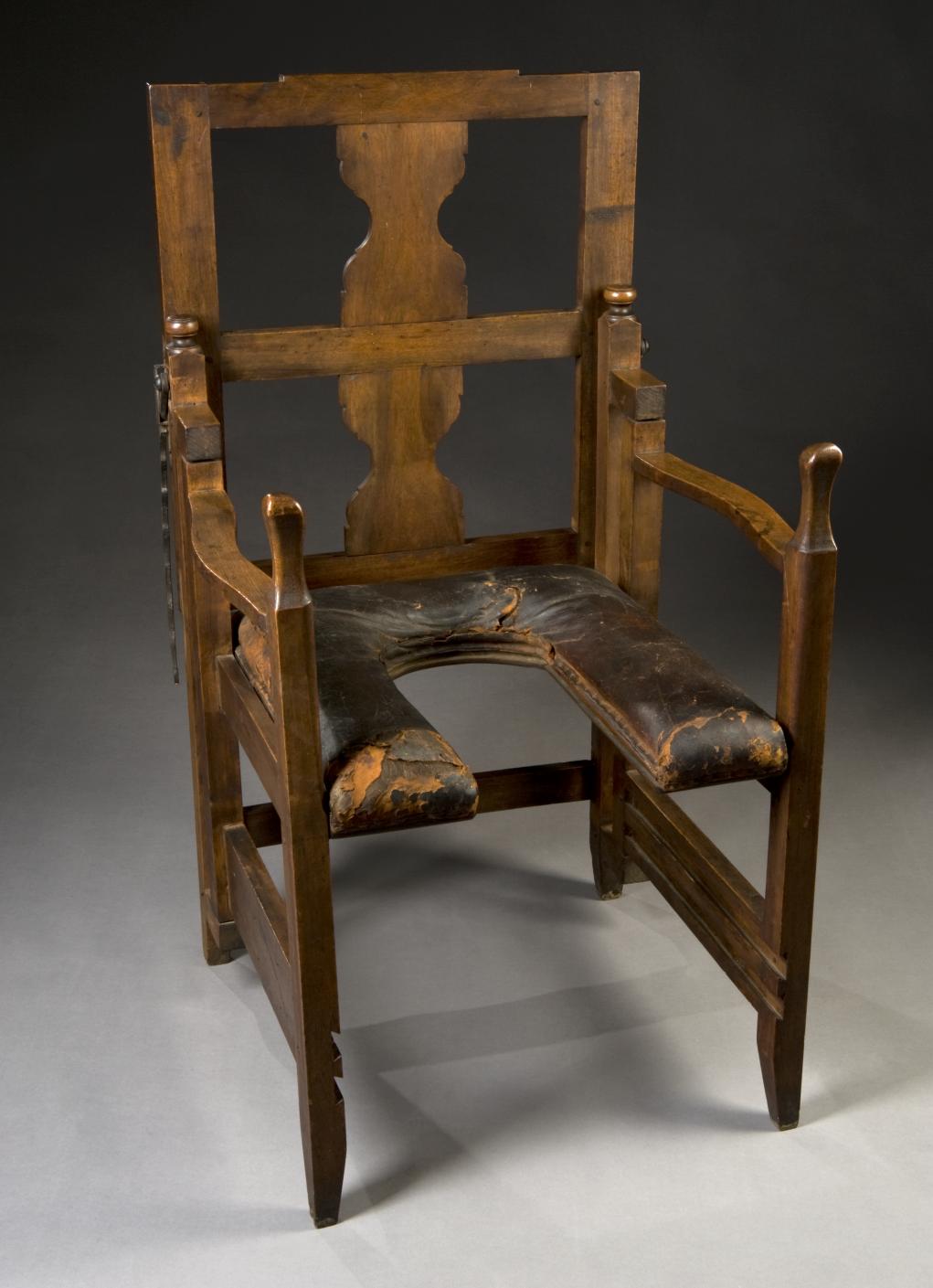 Antique birthing chair -  Via Tywkiwdbi