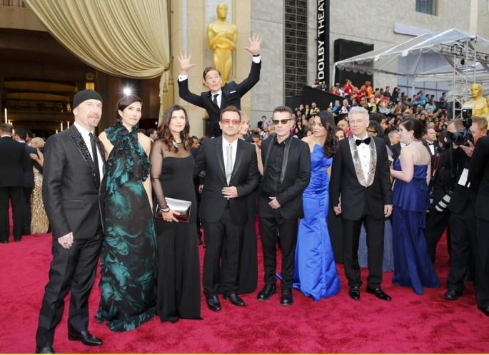 Cumberbatch Photobomb