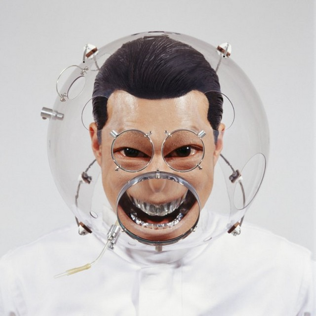 Face-distorting lens helmet - 01