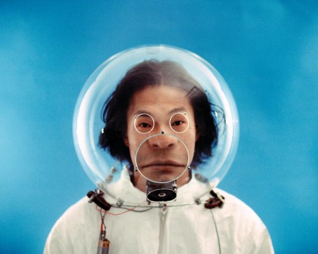 Face-distorting lens helmet - 02