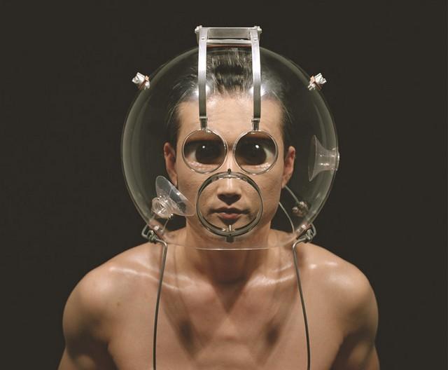 Face-distorting lens helmet - 03
