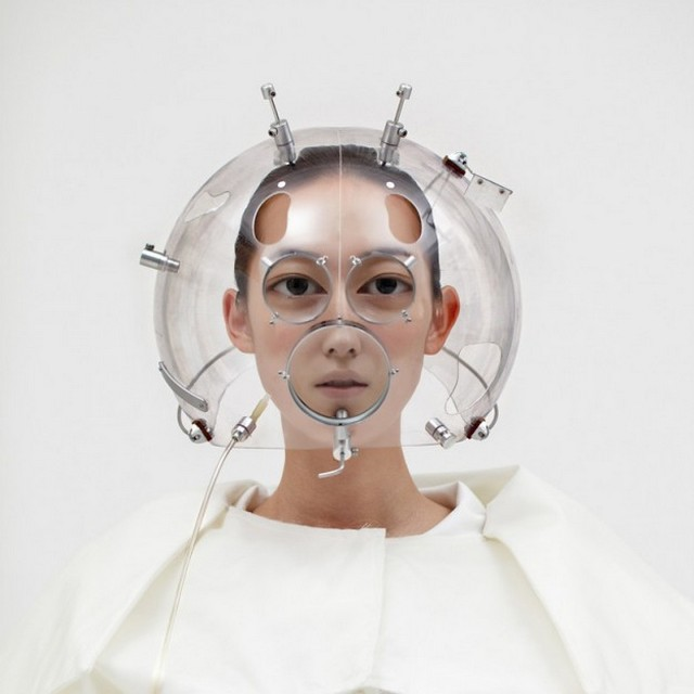 Face-distorting lens helmet - 04