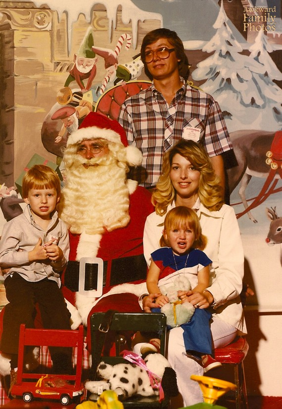 38 Hilariously Bad Family Photos That Will Make Yours Look