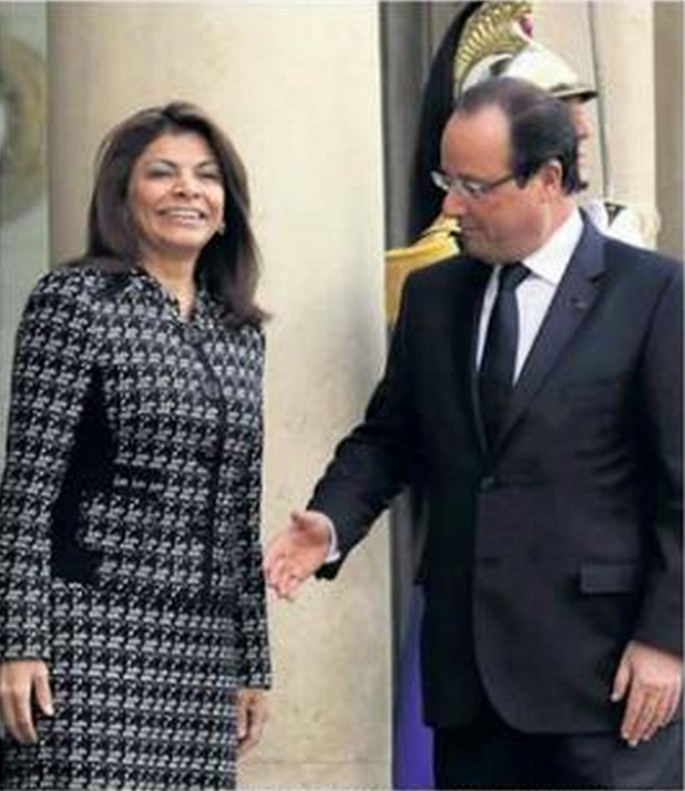 French President is Bad at Handshakes - 02