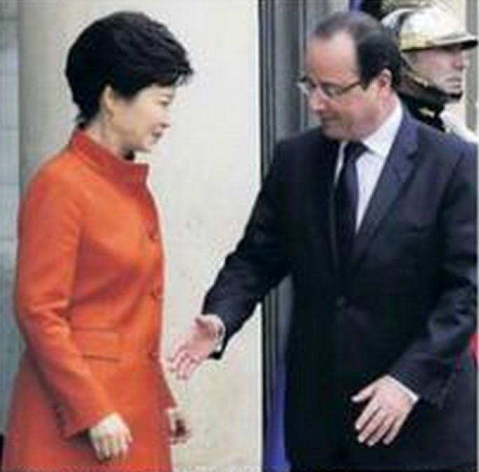 French President is Bad at Handshakes - 05