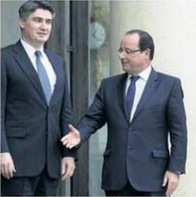 French President is Bad at Handshakes - 06