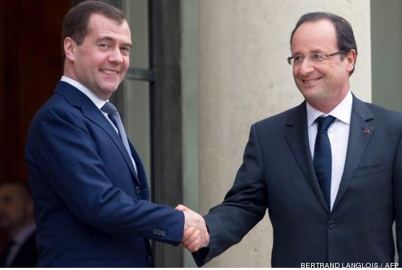 French President is Bad at Handshakes - 13