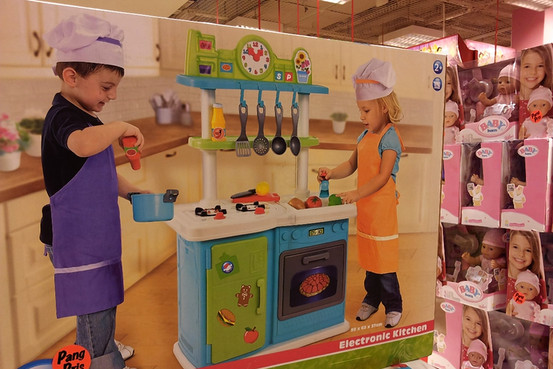 gender neutral toys Gender-neutral toys: why dressing your daughter in pink 'damages the future of our economy' 1/2 36-toy3-rxjpg in the pink: the shift towards dividing toys happened in the nineties, when a .