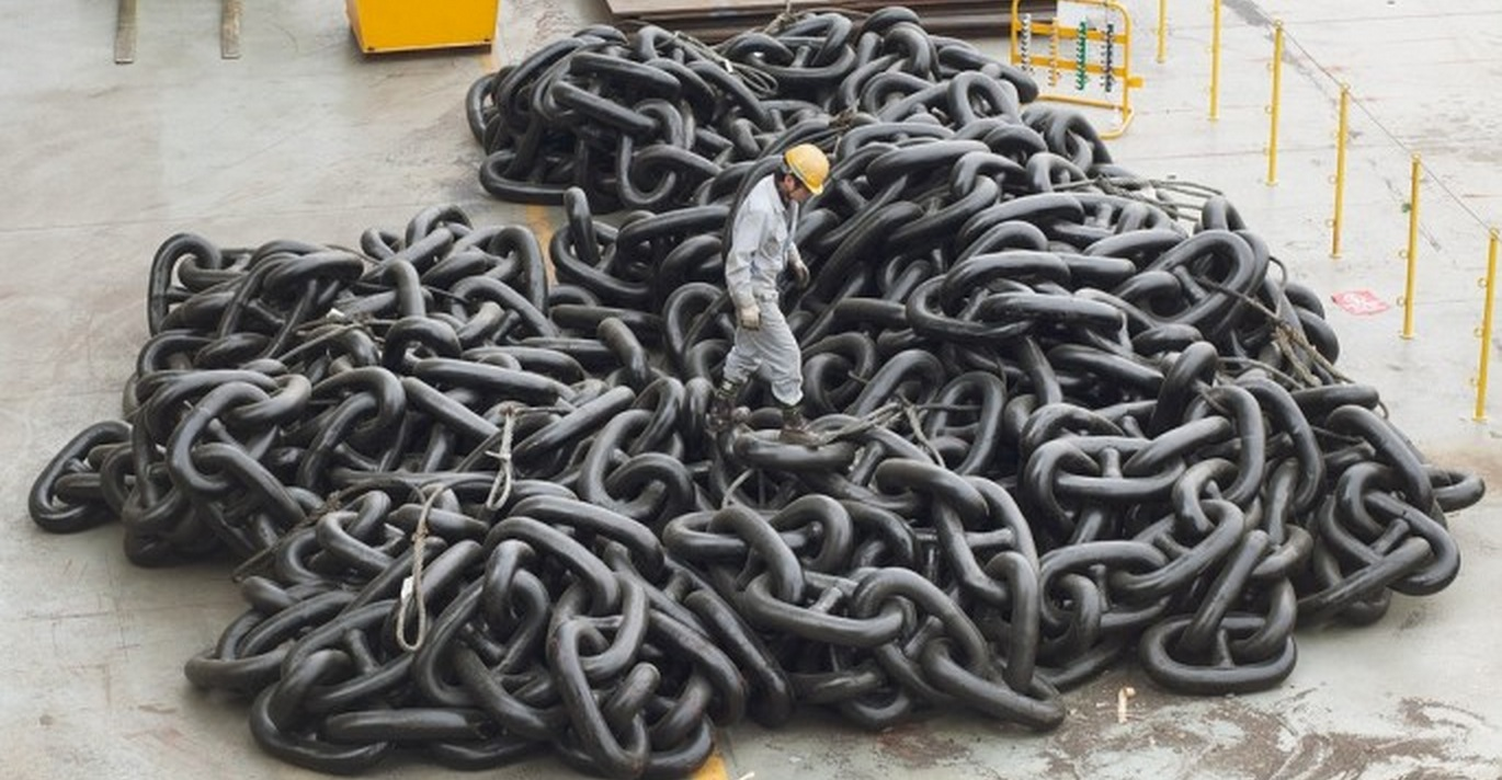 Big Rigs For Sale >> Anchor chain for the world's largest ship is so big it makes humans look like mini figurines ...